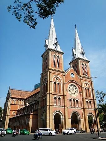 호치민시 시내에 위치한 노텔담 성당